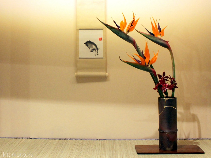 free style ikebana composition with contemporary kakemono